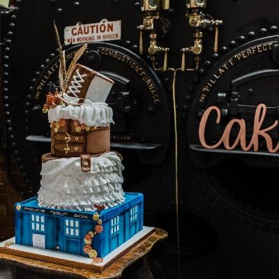 Five tips for choosing a novelty wedding cake - with Yorkshire wedding cake designer Debbie Gillespie