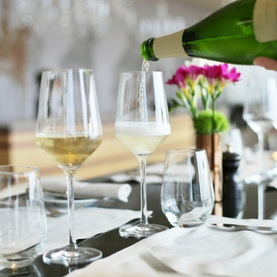 How to choose the right Champagne for your wedding - 7 top tips