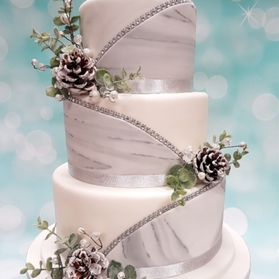 Tips for Christmas-themed wedding cakes with Bradford's Cakes To Please