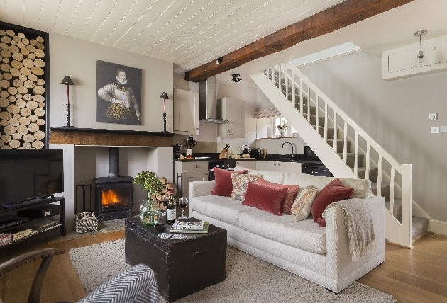 rustic and modern lounge with logs on the walls